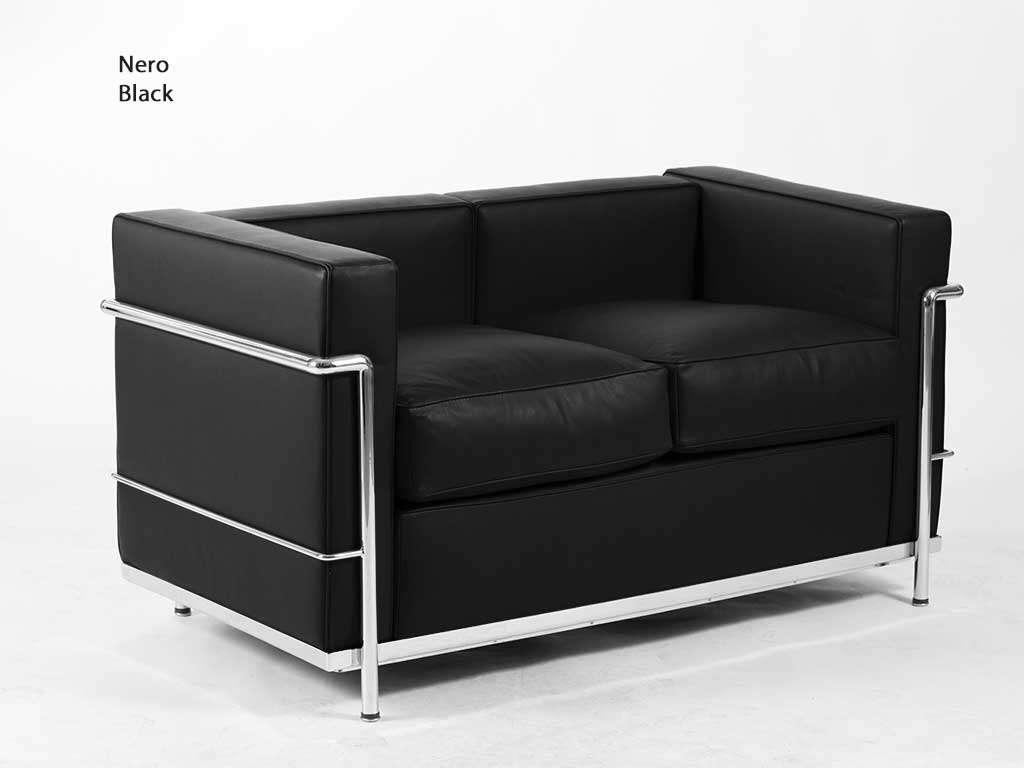 divano in pelle nera e acciaio