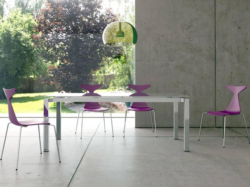 Come pulire i tavoli in vetro senza lasciare aloni