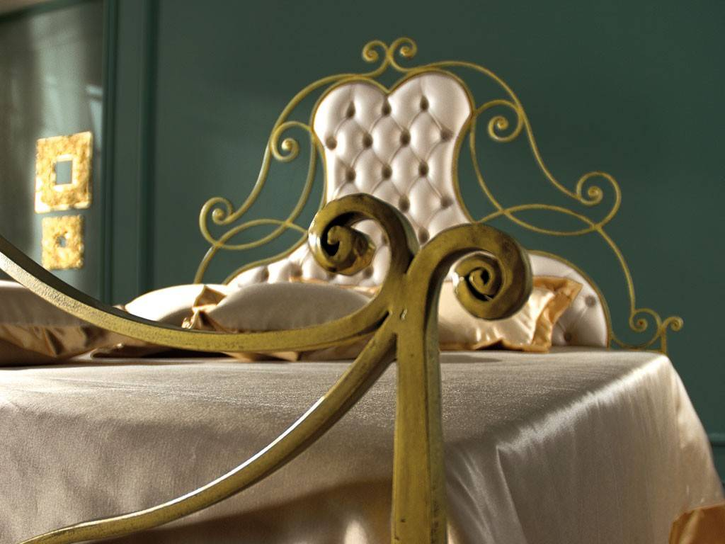 letto in ferro battuto antico