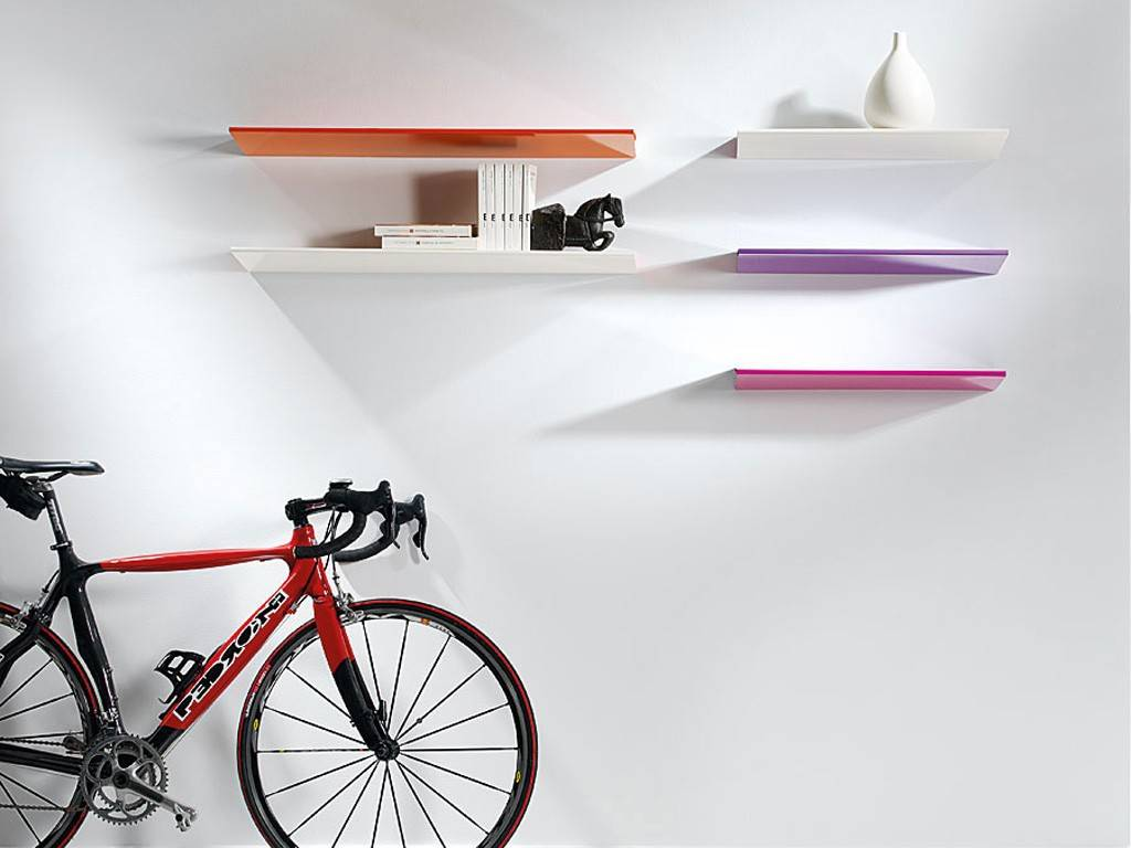 Mensole da muro un tocco di design per le pareti for Mensole per camera da letto