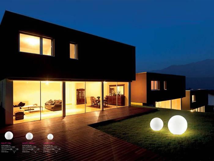 Luci da esterno qualche idea per la casa for Illuminazione led casa esterno