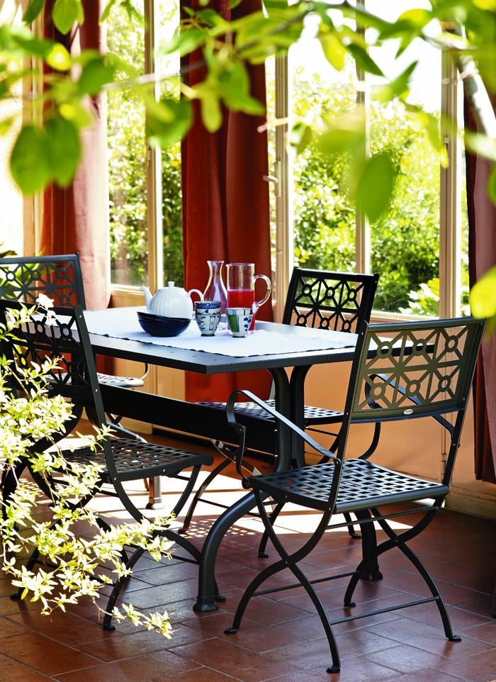mobili in metallo da giardino quali scegliere