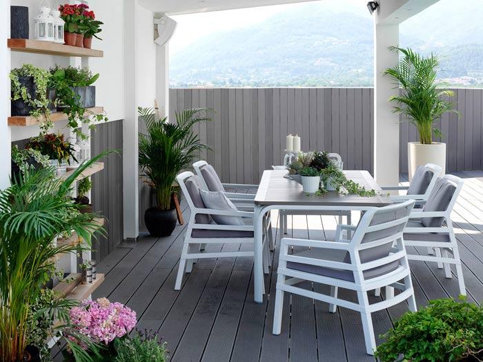 Arredo giardino un salotto immerso nel verde for Arredo giardino terrazzo