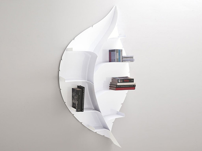 libreria da parete a forma di foglia