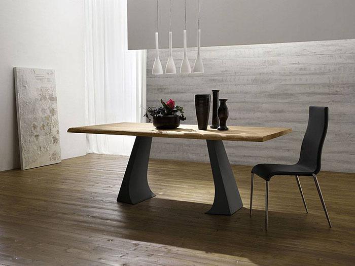 Skip, tavolo con il piano in legno e le gambe in metallo, di stile contemporaneo