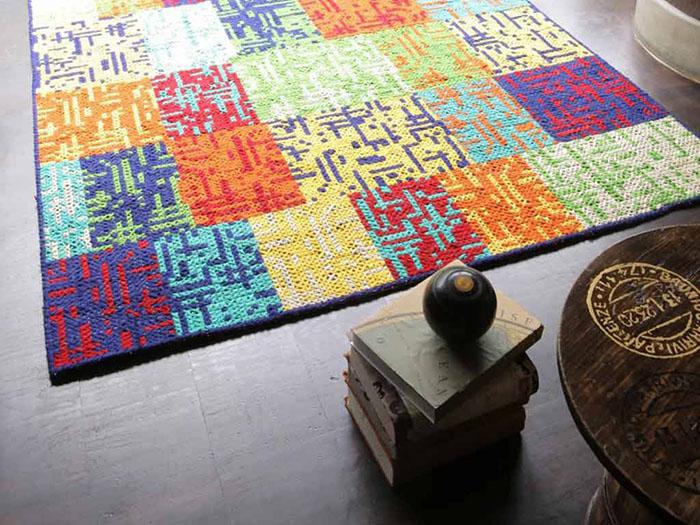 Tappeti contemporanei, Aditi a scacchi multicolore