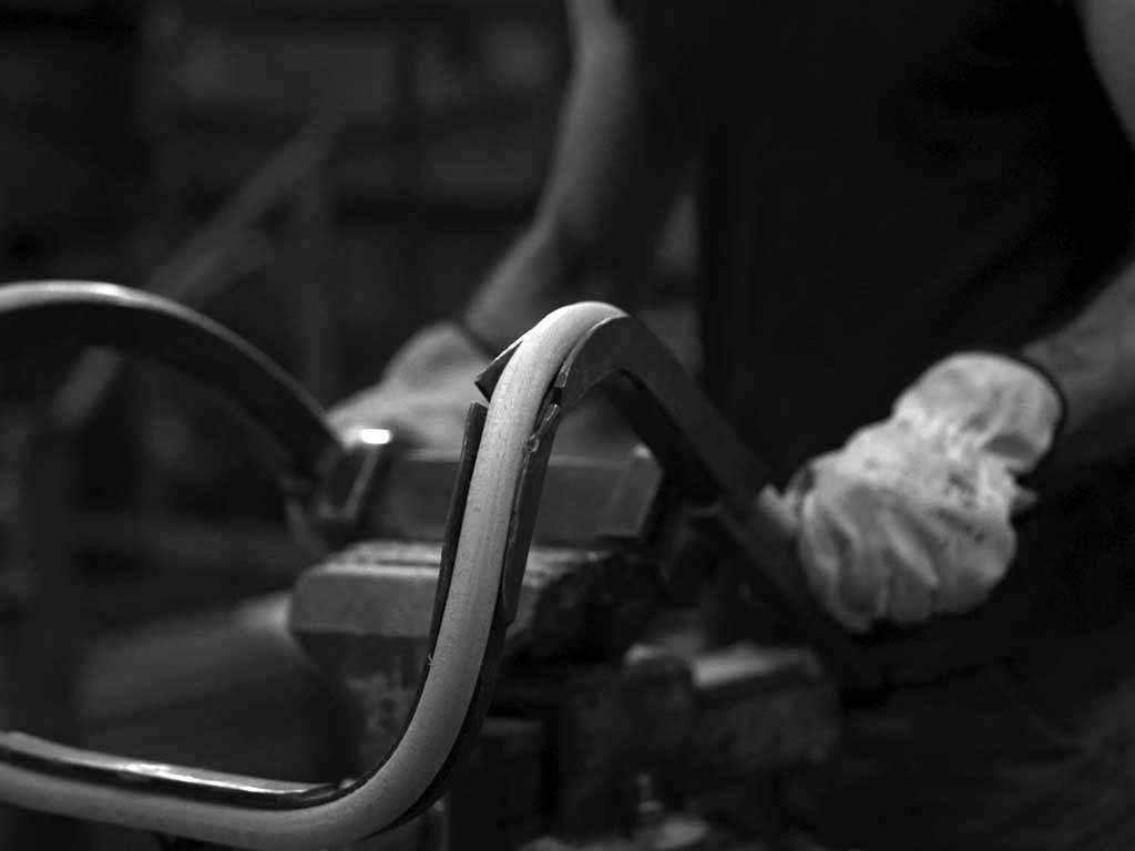 sedia in legno fatta a mano