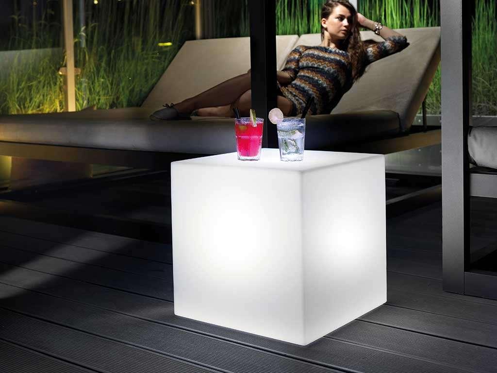 tavolino luminoso da giardino