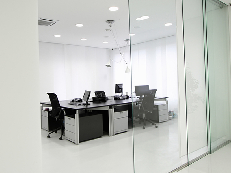 armorcomia-ufficio-bianco-nero