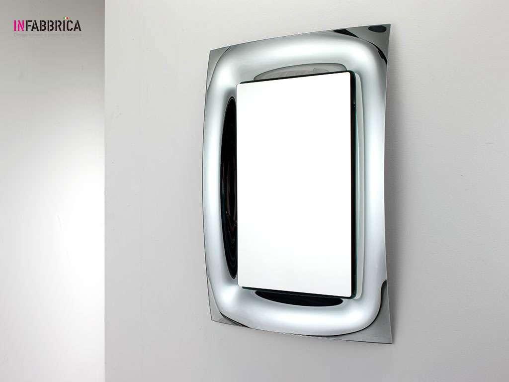 specchio moderno con cornice in vetro curvato