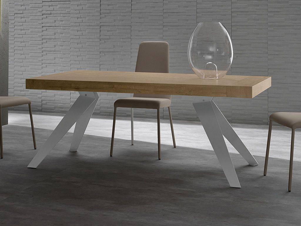 tavolo moderno con piano in legno