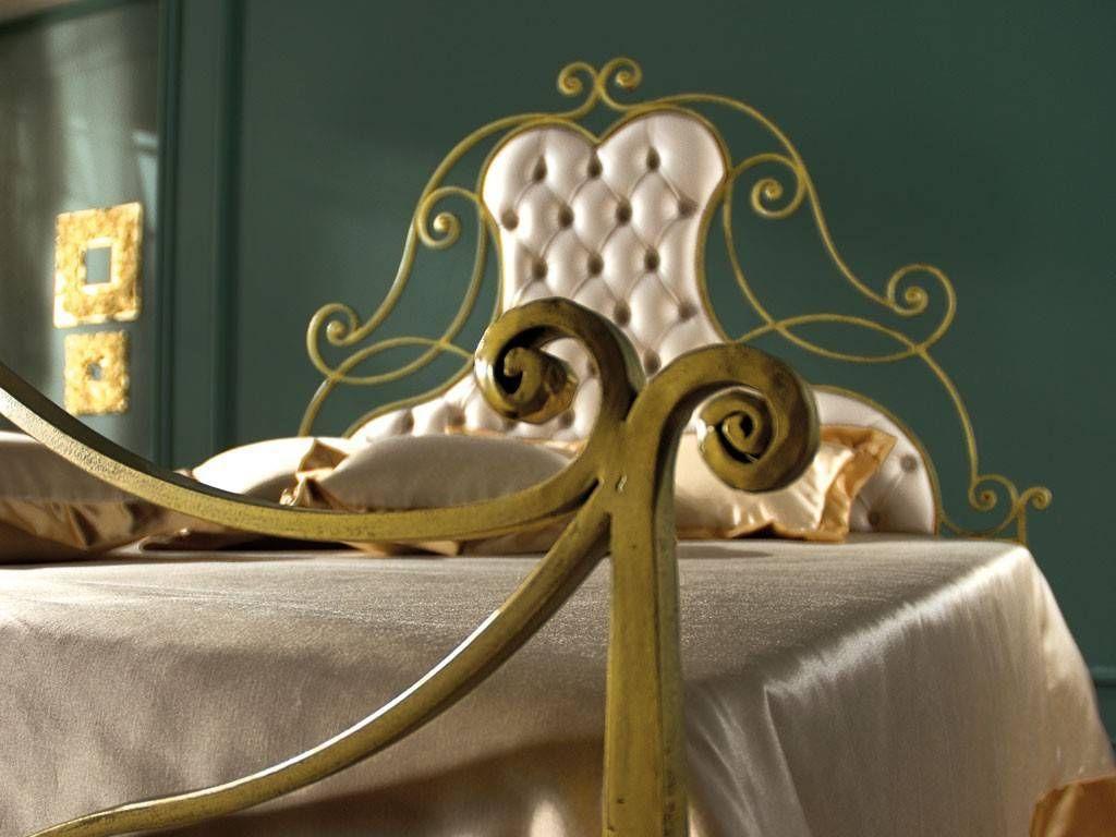 letto in ferro battuto oro