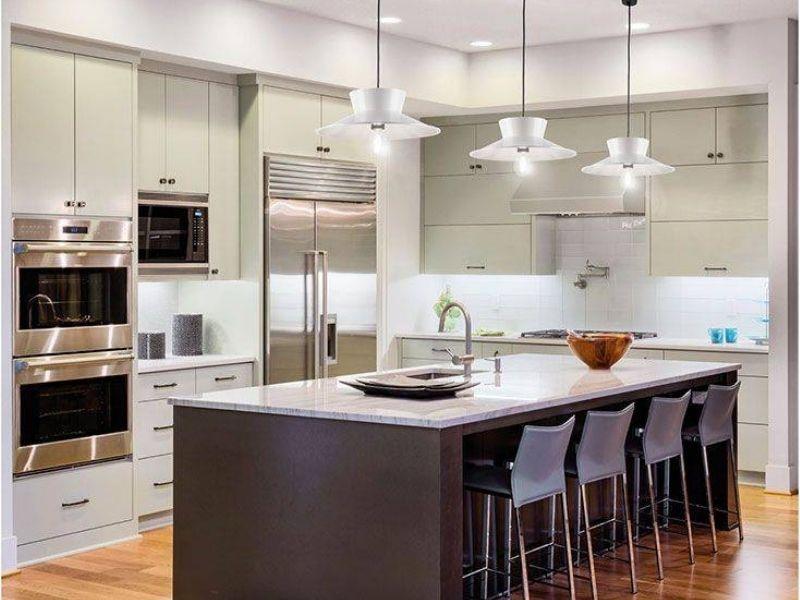 lampade sospensione su isola cucina