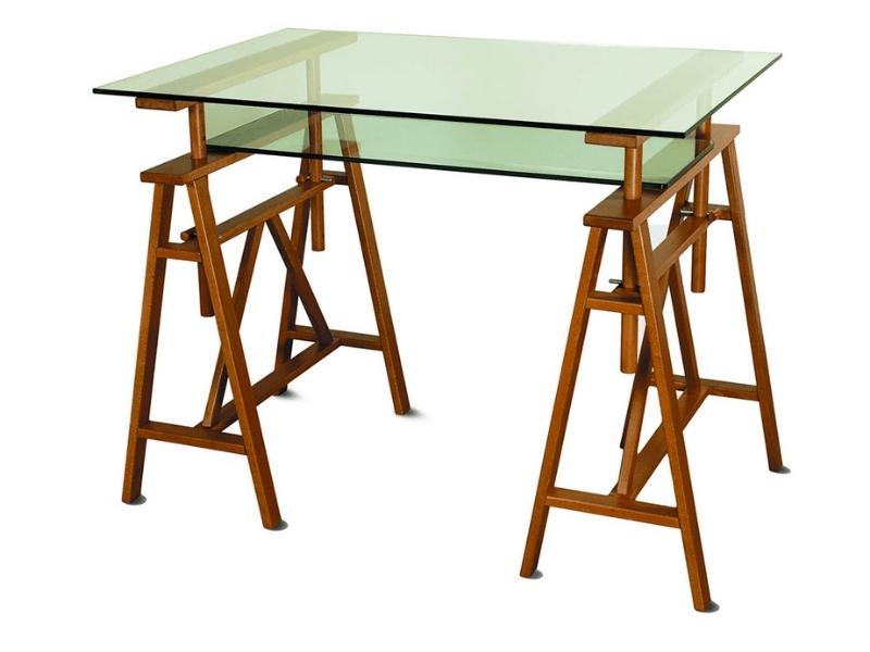 scrivania con piano in vetro e cavalletti di legno