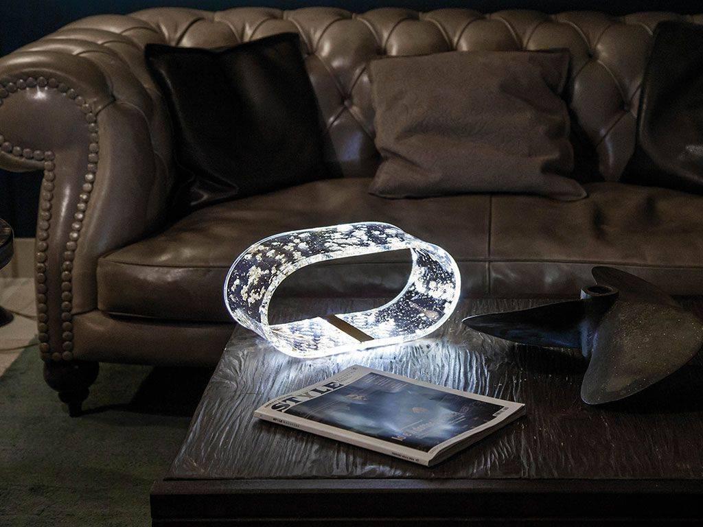 lampada di design in plexiglass