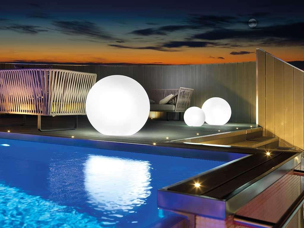 sfera luminosa per piscina