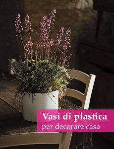 vaso di plastica con fiori
